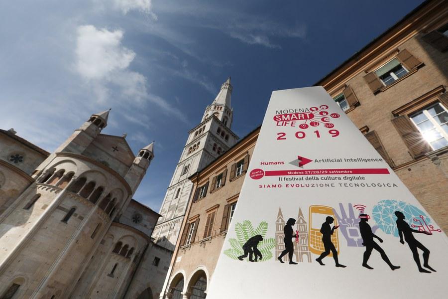 Modena-smart-life-2019-siamo-evoluzione-tecnologica.jpg